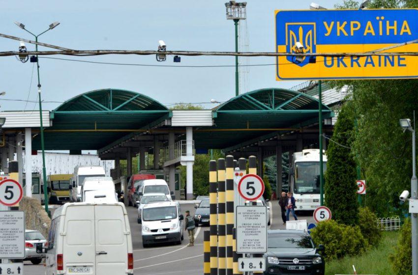 Decis. 1 septembrie, ultima zi când șoferii deținători de maşini cu numere transnistrene vor putea traversa frontiera cu Ucraina