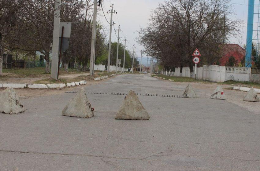 VIDEO. Mai multe posturi instalate ilegal de Tiraspol au rămas pe poziții. Oamenii din Corjova circulă condiționat