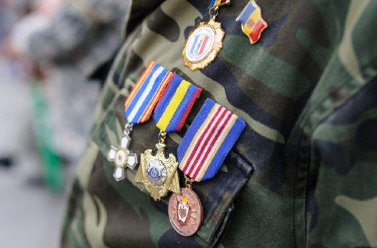 VIDEO. Veteranii de război obligați să demonstreze că au luptat. În 4 ani de la începerea procesului de modificare a legitimațiilor, nici jumătate nu au fost schimbate