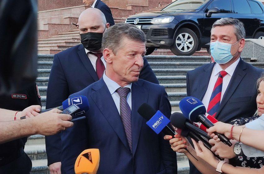 Una spun şi alta fac. Kozak declară că Transnistria e o problemă internă a Moldovei, în timp ce Rusia susține financiar și politic regimul